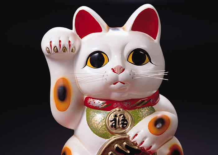 Histoire du maneki-neko, le chat porte-bonheur du Japon