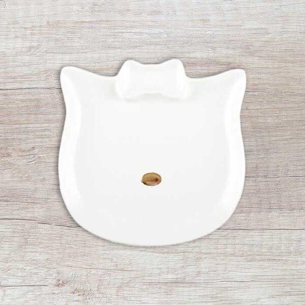 Assiette à dessert en forme de tête de chat avec la truffe or